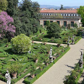 /images/0/1/01-2-giardino-corsini-dall-alto.jpg