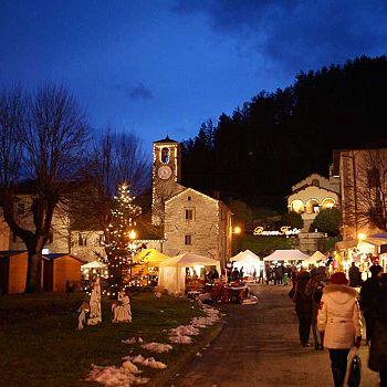 /images/0/1/01-mercatini-notte1.jpg