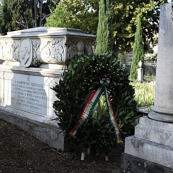 /images/0/3/03-tomba-di-giovan-pietro-vieusseux-al-cimitero-degli-inglesi.jpg