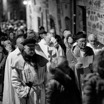 /images/0/4/04-processione2.jpg