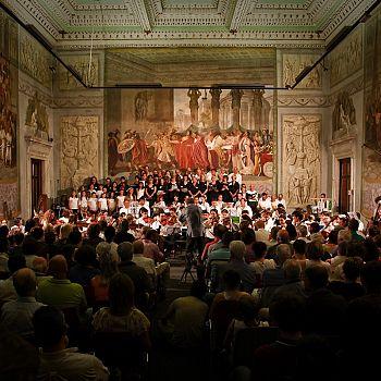 /images/0/7/07-foto-orchestra-omaggio-a-fellini-ridotta.jpg