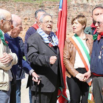 /images/0/8/08-25-aprile-2019-liberazione-nazionale-empoli-santa-maria-fontanella-263.jpg