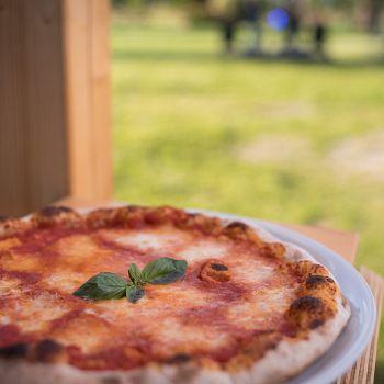 /images/0/8/08-anconella-garden-food.jpg
