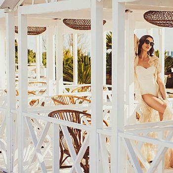 /images/0/8/08-augustus-in-love-augustus-beach-club-low.jpg