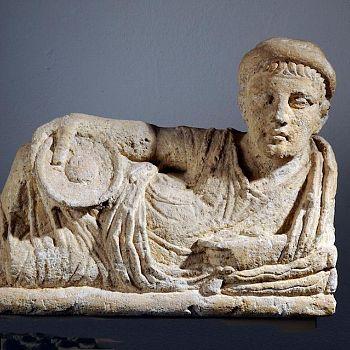 /images/1/0/10-urna-etrusca.jpg