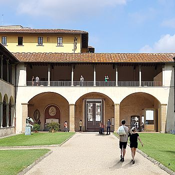 /images/1/1/11-nuovo-ingresso-dal-chiostro.jpg