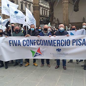 /images/1/7/17-la-protesta-degi-ambulanti-pisani-in-piazza-della-signoria-a-firenze.jpg