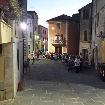 /images/1/8/18-vista-da-piazza-castellare.jpg
