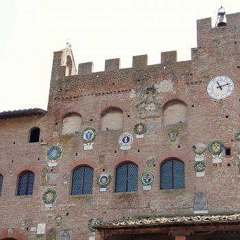 /images/1/9/19-palazzo-pretorio-di-certaldo.jpg