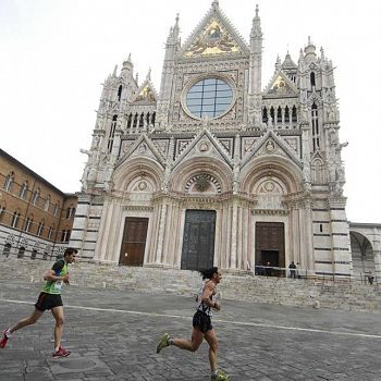 /images/2/0/20-corsa-a-piazza-duomo-siena-ph-andrea-bruschettini.jpg