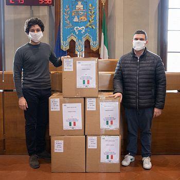 /images/2/0/20-donazione-mascherine-nassi-8.jpg