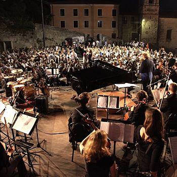 /images/2/0/20-pietrasanta-in-concerto---il-concerto-alla-rocca-edizione-2013.jpg