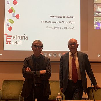 /images/2/1/21-da-sinistra--claudio-bernardini--presidente-etruria-retail-e-graziano-costantini--dg-etruria-retail.jpeg