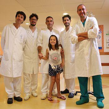 /images/2/1/21-il-team-con-la-piccola-paziente-foto-liberata.jpg