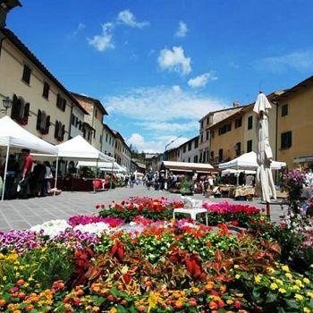 /images/2/2/22-mercatodeifiorigaiole.jpeg