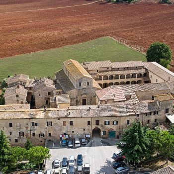 /images/2/4/24-complesso-monumentale-abbadia-isola-ld.jpg