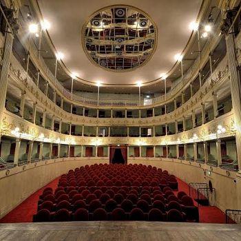 /images/2/5/25-teatro-niccolini.jpe
