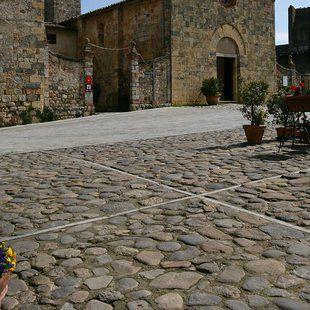 /images/2/7/27-monteriggioni---castello.jpg