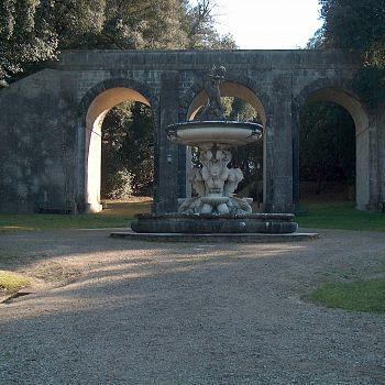 /images/2/8/28-parco-di-villa-chigi---ponte-carrabile-e-fontana-del-sarrocchi.jpg