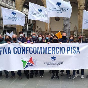 /images/2/9/29-la-delegazione-fiva-confcommercio-pisa-presente-alla-manifestazione.jpg