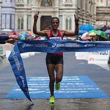 /images/3/2/32-firenze-marathon-2017-arissi-dire-tunee.jpg