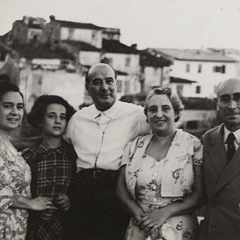 /images/3/5/35-famiglia-modigliani-in-piazza-della-repubblica---san-casciano.jpg