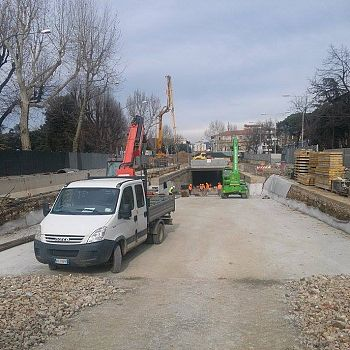 /images/3/5/35-tramvia-cantiere-strozzi.jpg