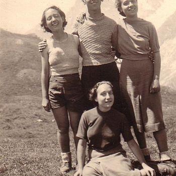/images/3/6/36-giovanna-e-paolo-castelfranco--lea-e-sonia--seduta--oberdorfer--estate-1938.jpg