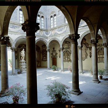 /images/3/7/37-347-1-michelozzo-cortile-palazzo-medici-riccardi.jpg