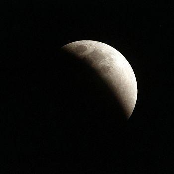 /images/3/7/37-eclisse-di-luna--pubblico-dominio-senza-obbligo-di-citazione-pixabay.jpg
