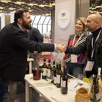 /images/4/4/44-buywine-2020--day2.jpg