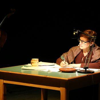/images/4/5/45-giorno-della-memoria-lettera-alla-madre-minimal-teatro-eleonora-caponi-029.jpg