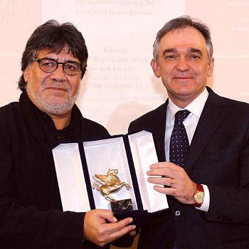 /images/4/6/46-luis-sepulveda-con-l-ex-presidente-della-regione-enrico-rossi.jpg