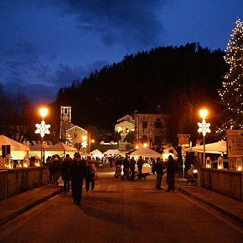 /images/4/6/46-mercatini-notte-2.jpg
