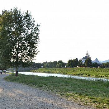 /images/4/7/47-anconella-garden--6-.jpg