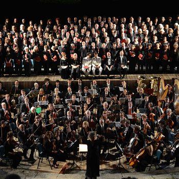 /images/4/7/47-johanna-knauf-dirige-il-coro-desiderio-da-settignano.jpg