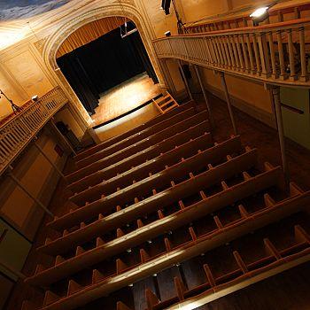 /images/4/7/47-teatro-manzoni-pic.jpeg