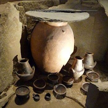/images/5/1/51-2-museo-archeologico-di-artimino--ricostruzione-della-tomba-a-pozzo-del-tumulo.jpg