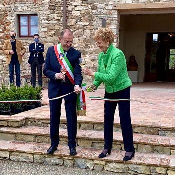 /images/5/1/51-taglio-del-nastro-sindaco-paolo-sottani-e-giovanna-folonari.jpg
