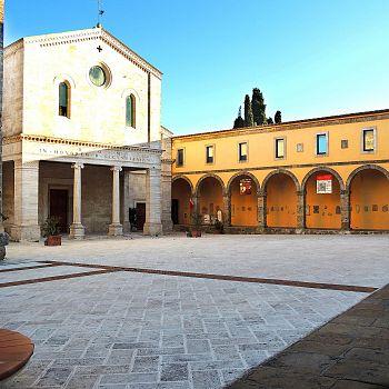 /images/5/8/58-chiusi-piazza-duomo.jpg