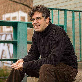 /images/5/9/59-jonathan-lethem-on-the-banks-of-the-gowanus-canal-in-brooklyn--ny-bassa.jpg