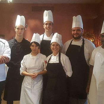 /images/5/9/59-staff-cucina-chalet.jpeg