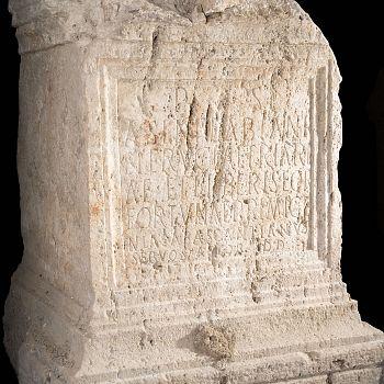 /images/6/0/60-l-altare-di-fortuna-primigenia.jpg