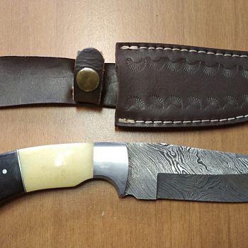 /images/6/4/64-coltello-da-caccia-rapina-farmacia.jpg