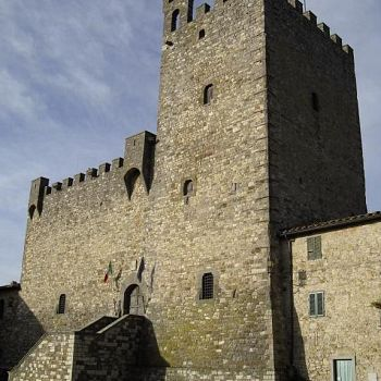 /images/6/4/64-piazza-del-comune-rocca-medievale.jpg