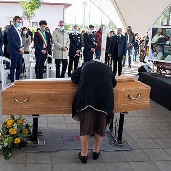 /images/6/6/66-funerali-padre-piroli-49.jpg