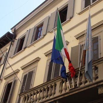 /images/6/7/67-bandiere-comune-empoli-4.jpg