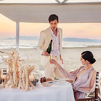 /images/6/8/68-augustus-in-love-augustus-beach-club-dinner-on-the-beach-low.jpg