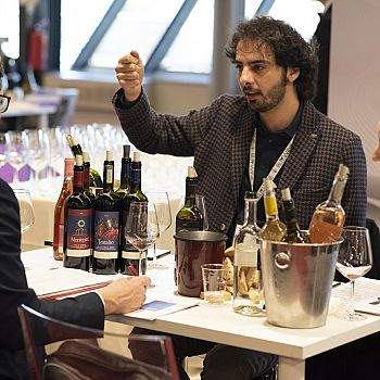 /images/7/1/71-buywine-2020-day2.jpg