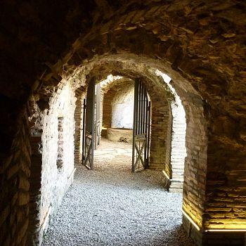 /images/7/2/72-durazzo---una-galleria-dell-anfiteatro.jpg